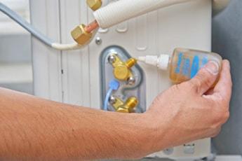 こだわりの工事内容:ガス漏れ防止材塗布