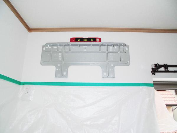 エアコン付属の背板を仮付け